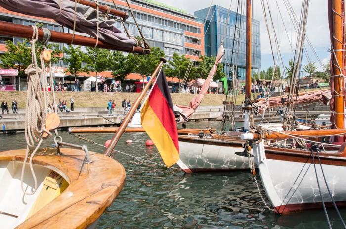 Im Germaniahafen, dem Kieler Museumshafen liegen kleine Traditionssegler.