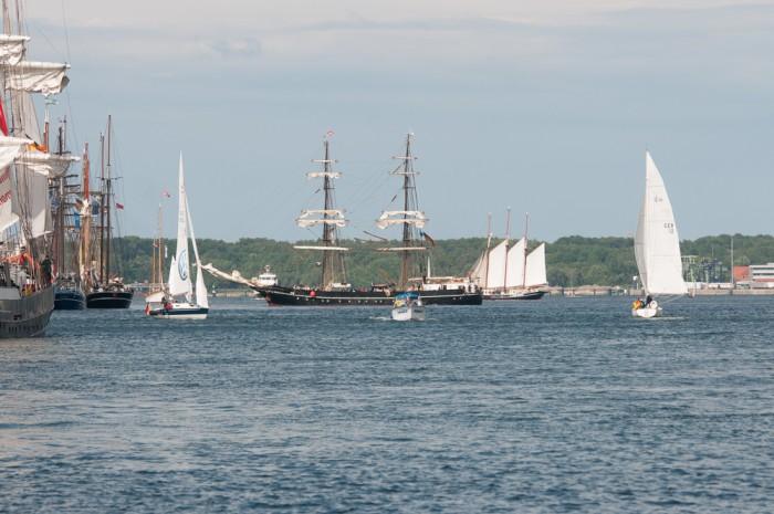 mittig die Thor Heyerdahl, Heimathafen Kiel, dahinter rechts die Albert Johannes.