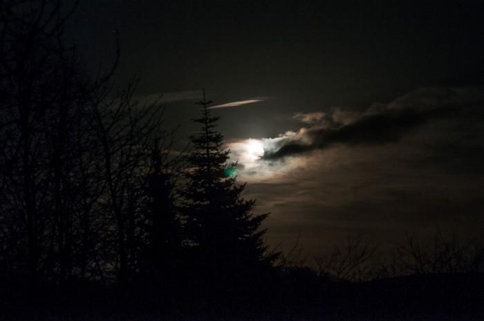 Und der Mond erschien ...