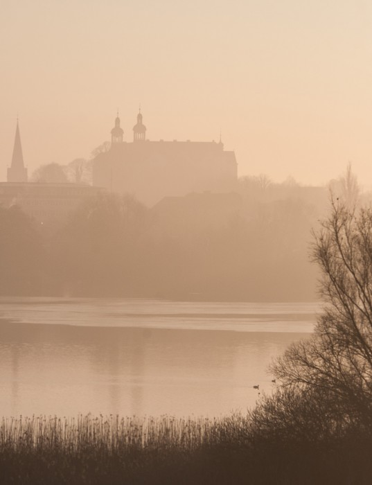 Und dahinter noch: Schloss und Sankt Nikolai